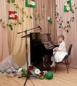 маленькая пианистка музыкальная студия Глория